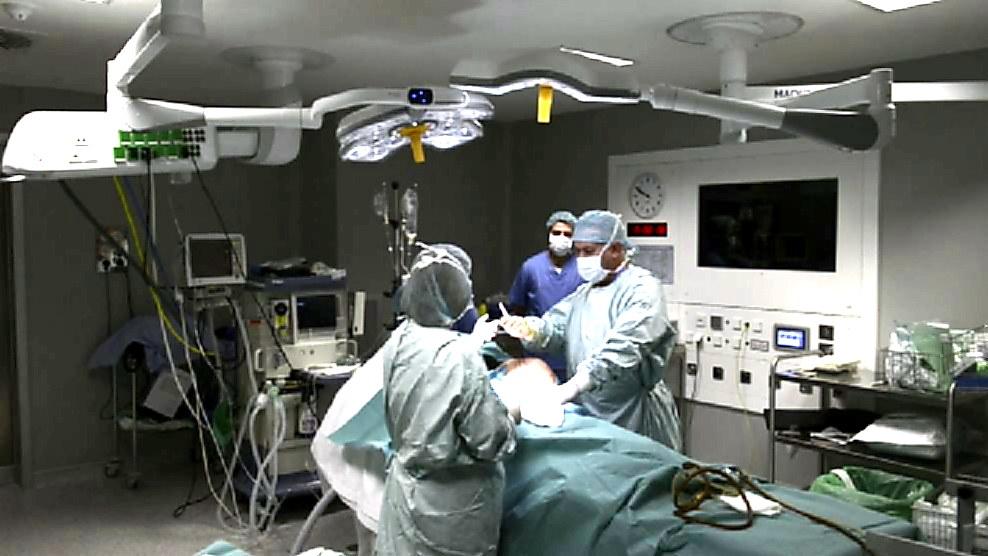 El aumento de mamas desbanca a la liposucción como la intervención de cirugía estética más practicada en España